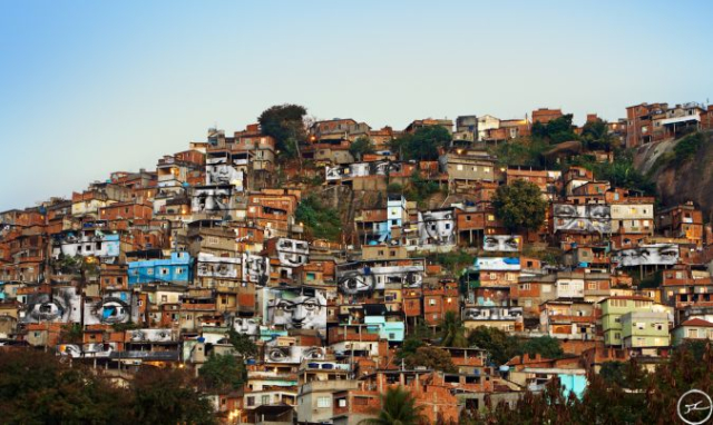 28_millimetres_-_women_are_heroes_action_dans_la_favela_morro_da_providencia_favela_de_jour_rio_de_janeiro_bresil_2008_0