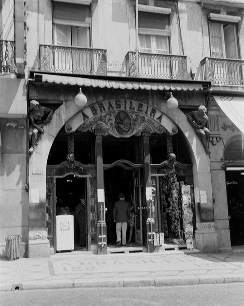 Café A Brasileira do Chiado 1960[5]
