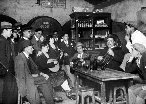 Lisboa-Tasca-onde-se-cantava-o-fado-em-1930