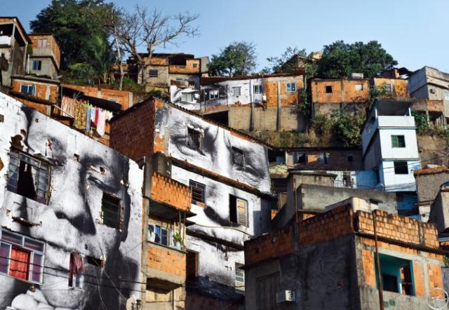 28_millimetres_-_women_are_heroes_action_dans_la_favela_morro_da_providencia_maria_de_fatima_day_view_rio_de_janeiro_bresil_2008_0